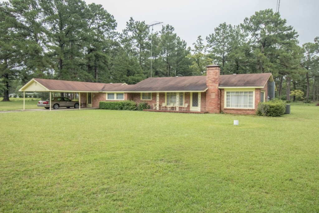 BRICK HOME ON 5.6 ACRES FOR SALE GENEVA, ALABAMA