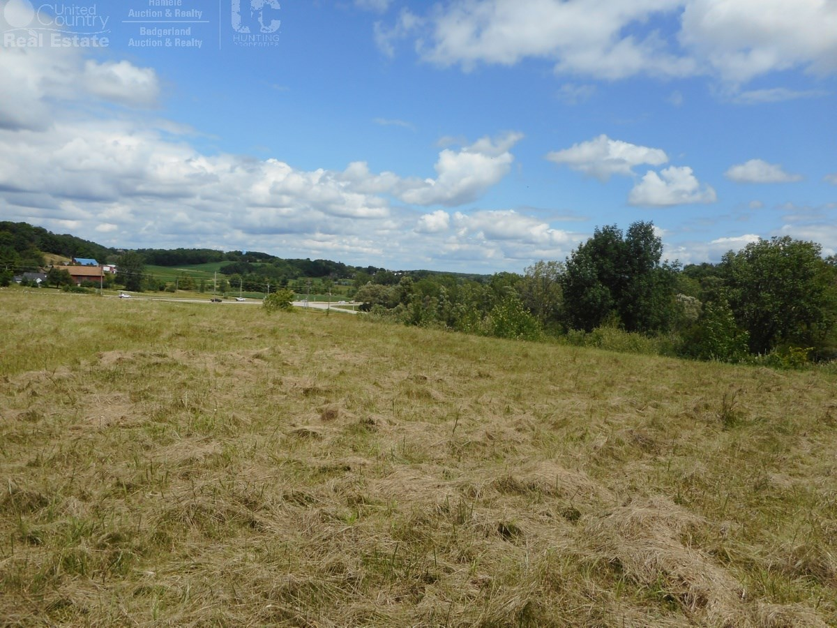 West Bend Buildable Hilltop Homesite with Panoramic Views