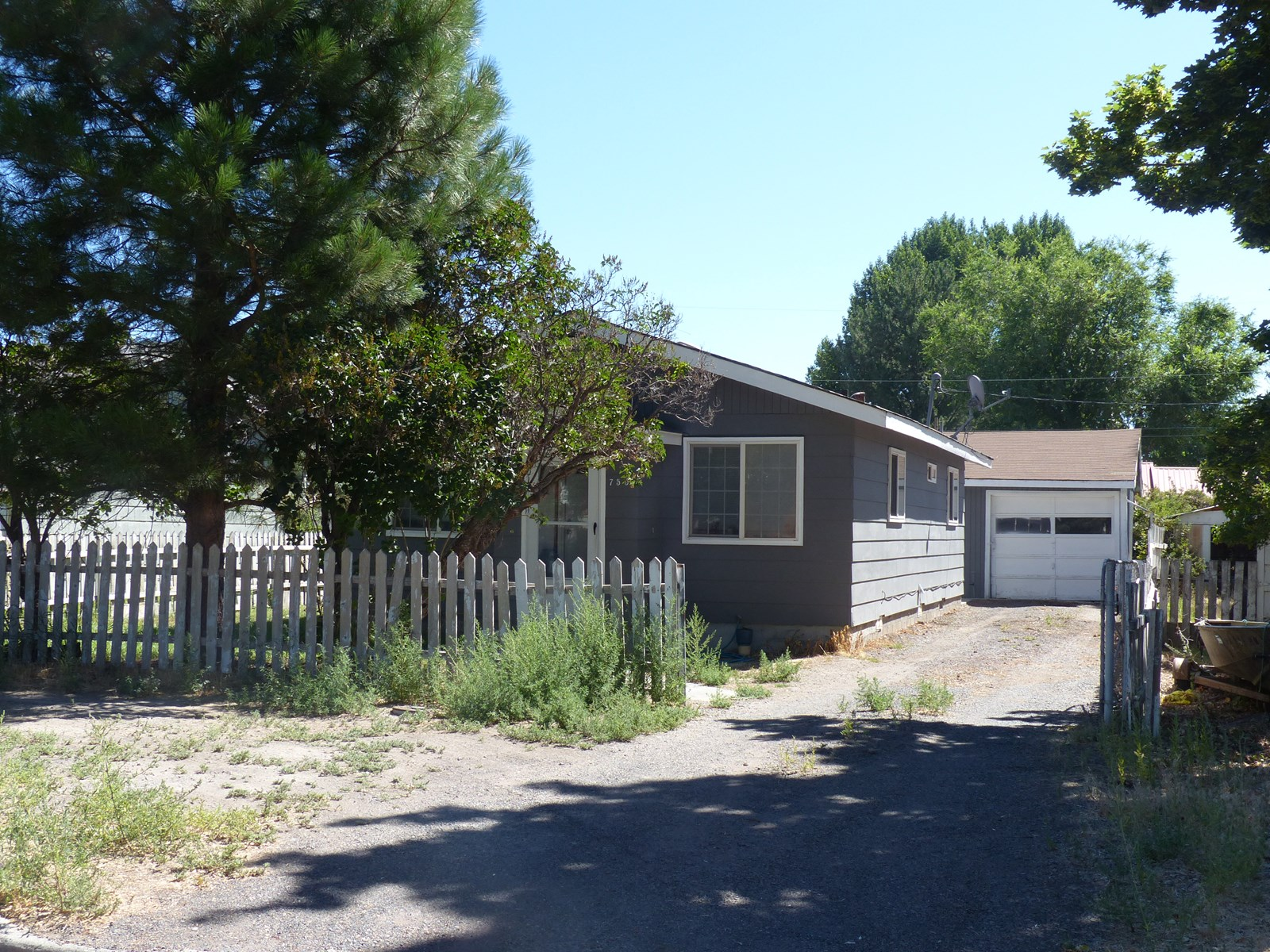 UPGRADED SMALLER HOME FOR SALE IN BURNS OR