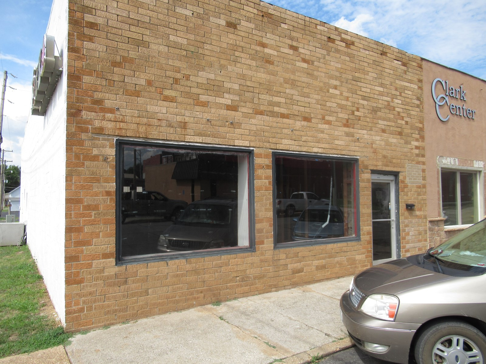 For Sale Commercial Building in Greenfield, Mo.