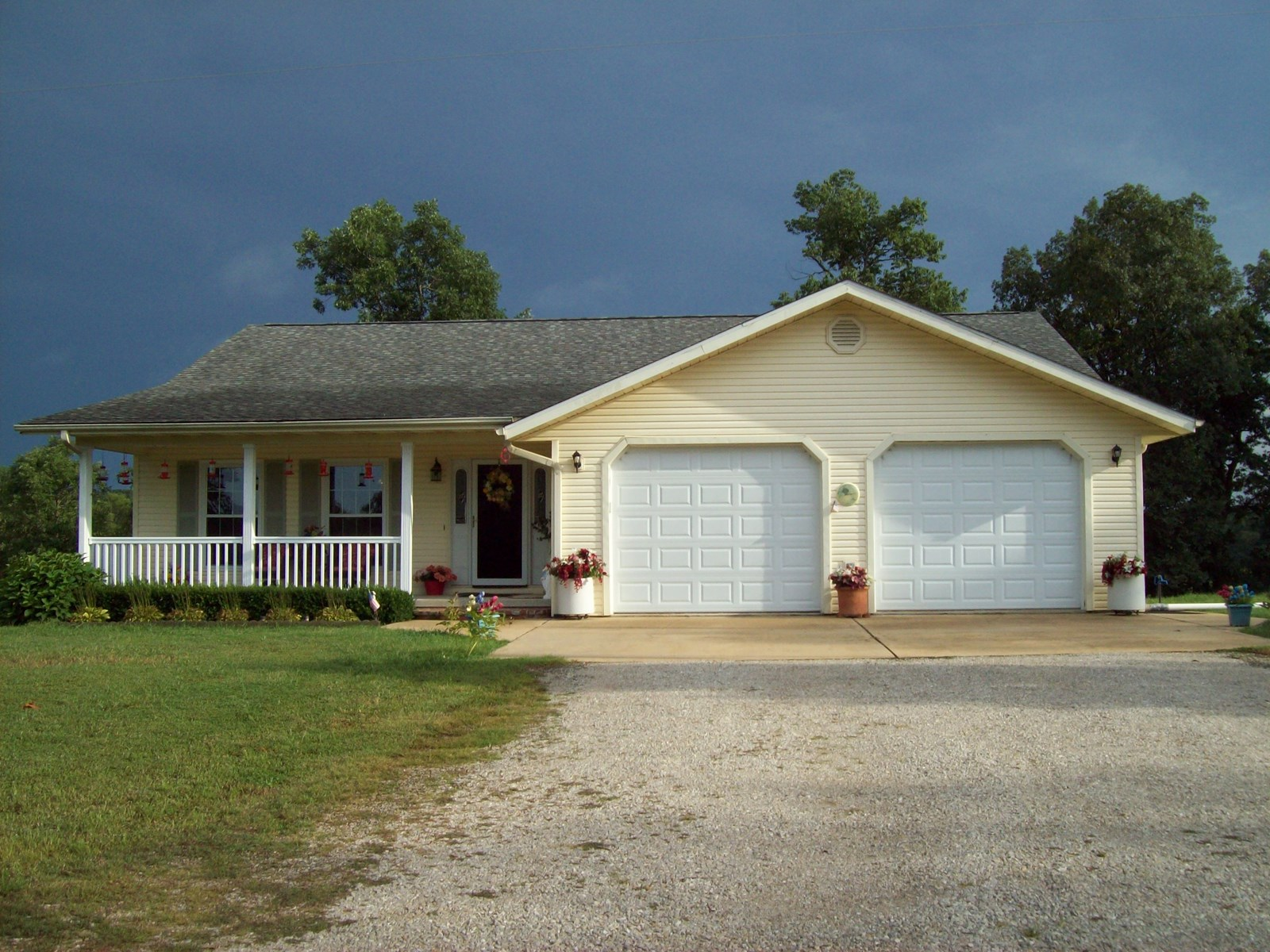 Home on 15 +/- Acres near Piedmont, Mo.