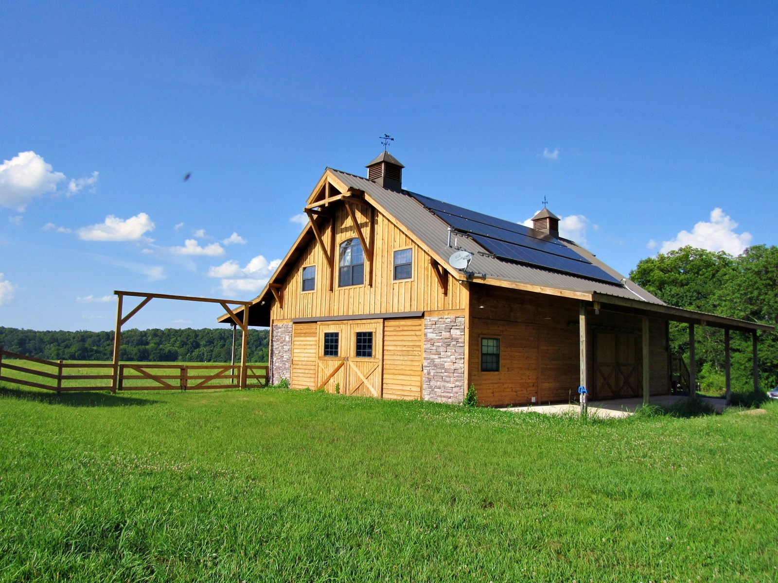 Self Sustainable Off Grid Buffalo River Front Horse Property