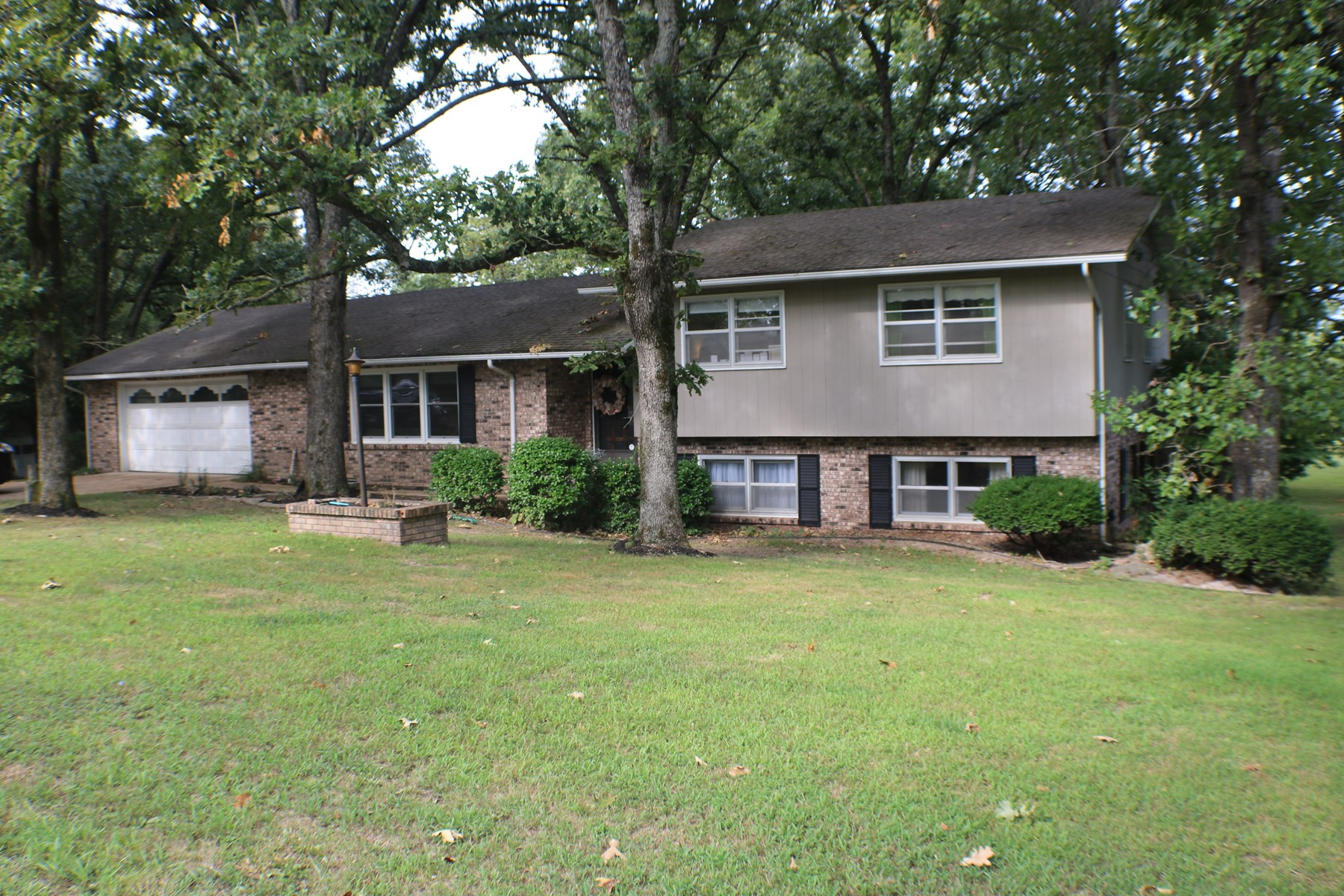 House with small acreage for sale, Ava mo