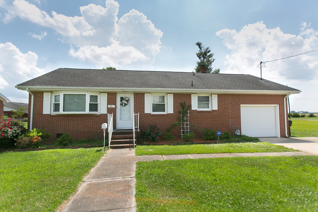 Brick Home located in the city limits of Hertford NC