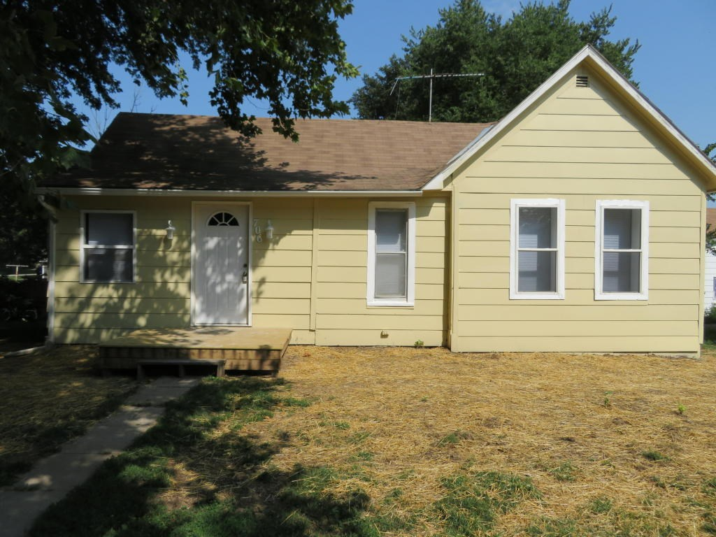 For Sale Woodbine ia 3 bed/1 ba lots of New off street park