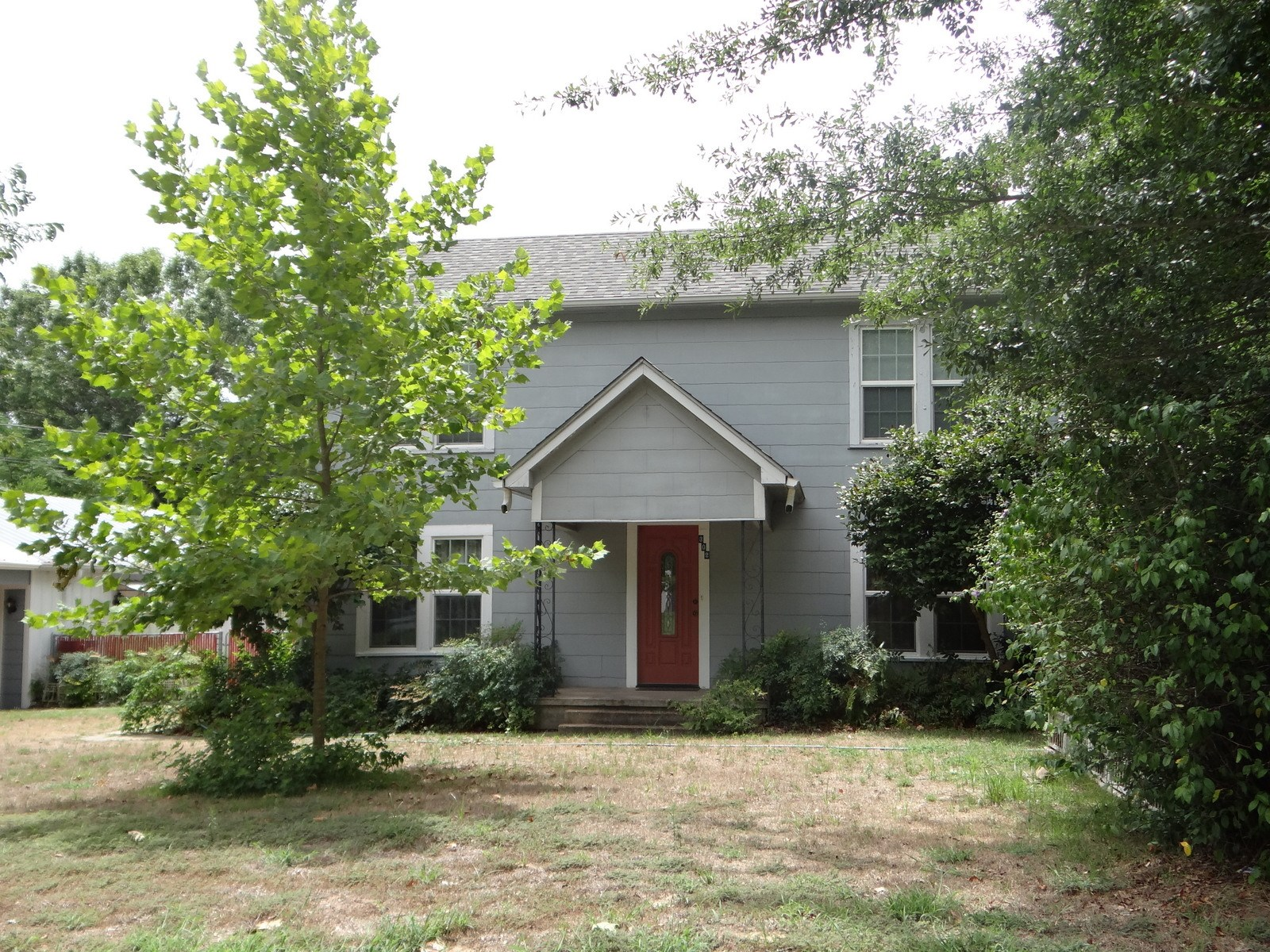 MOVE IN NOW!   3/2/4 EAST TEXAS HOME ON LARGE LOT IN TOWN