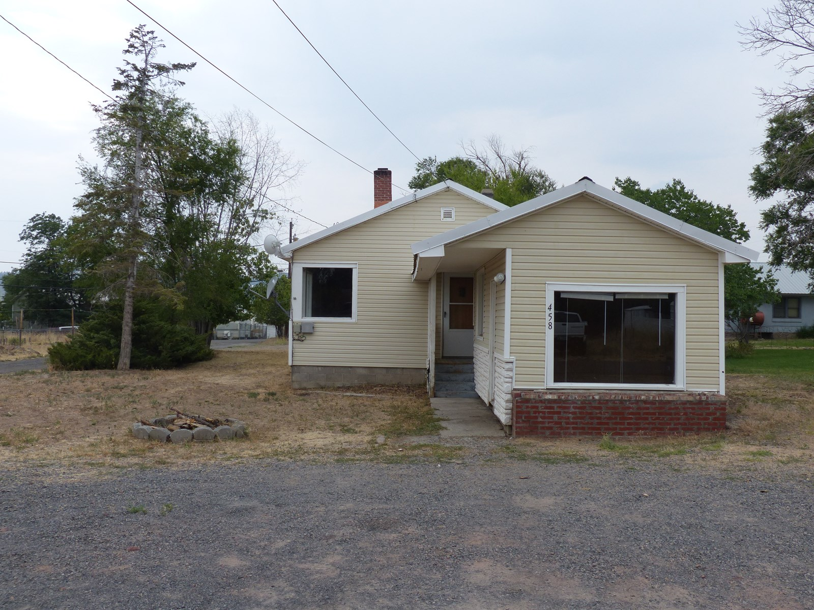 HOME FOR SALE IN BURNS - NEAR HOSPITAL