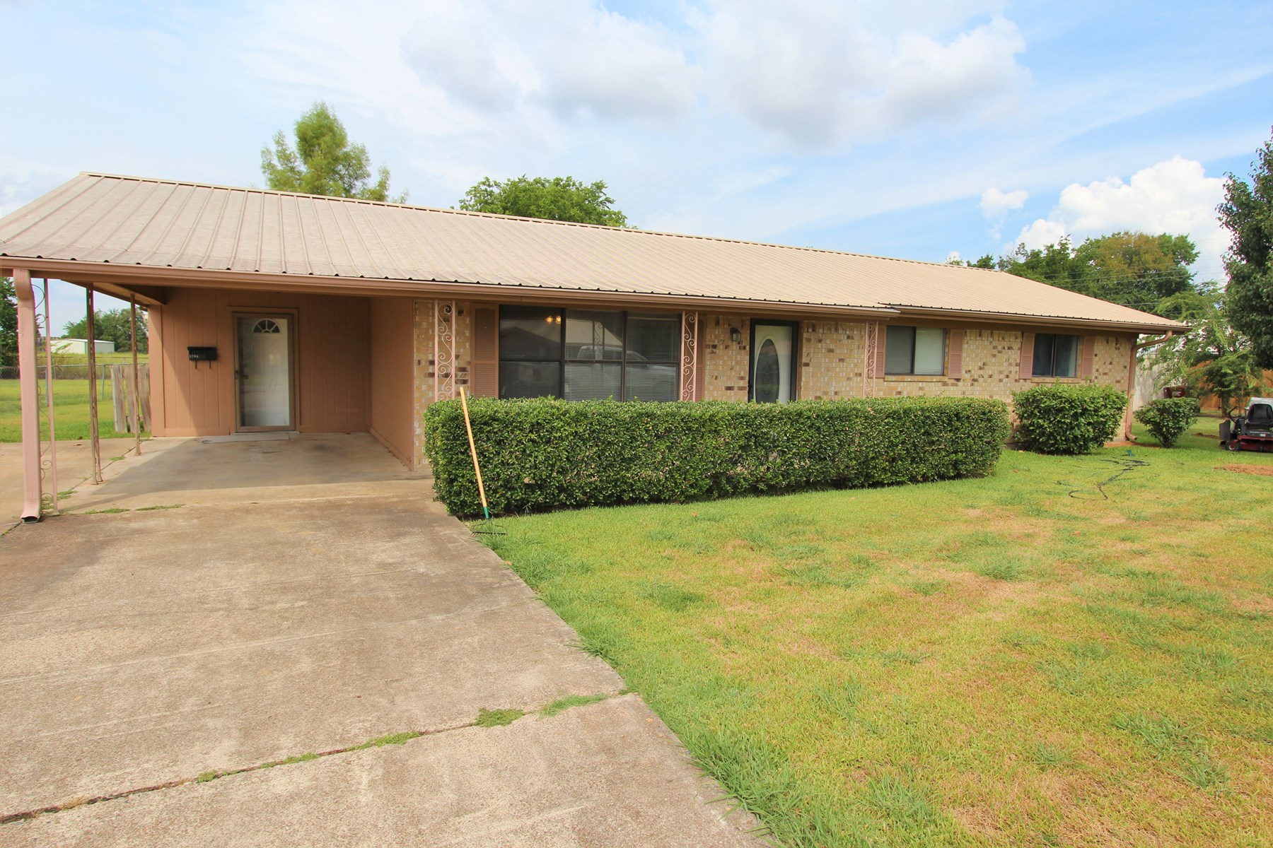 Brick Home in Town for Sale in Clarksville Texas