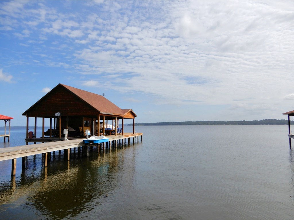 WATERFRONT LOT | BOATHOUSE | RV HOOKUPS | LAKE PALESTINE