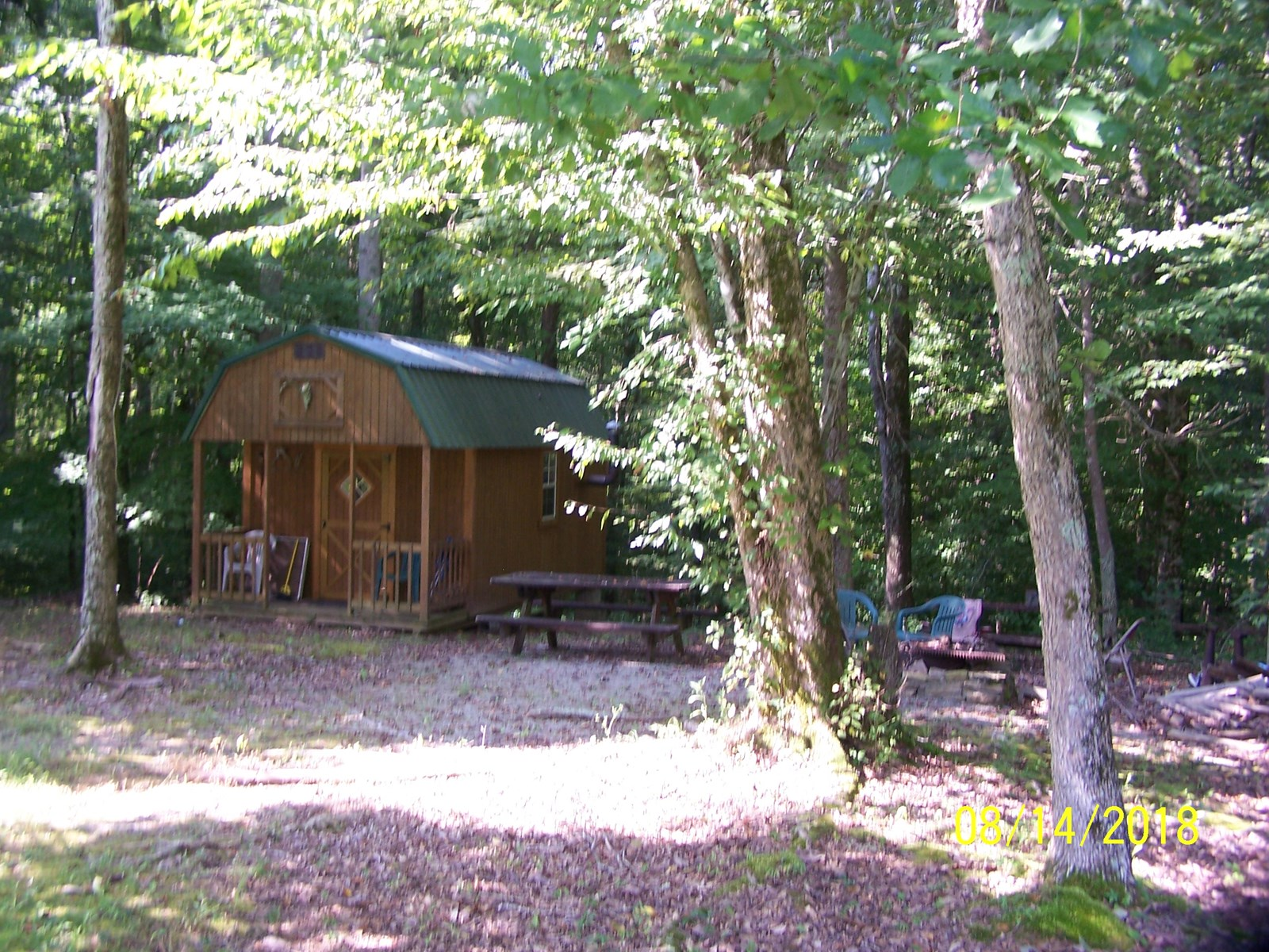 HUNTING CABIN ON 2 ACRES - KNIFLEY KENTUCKY