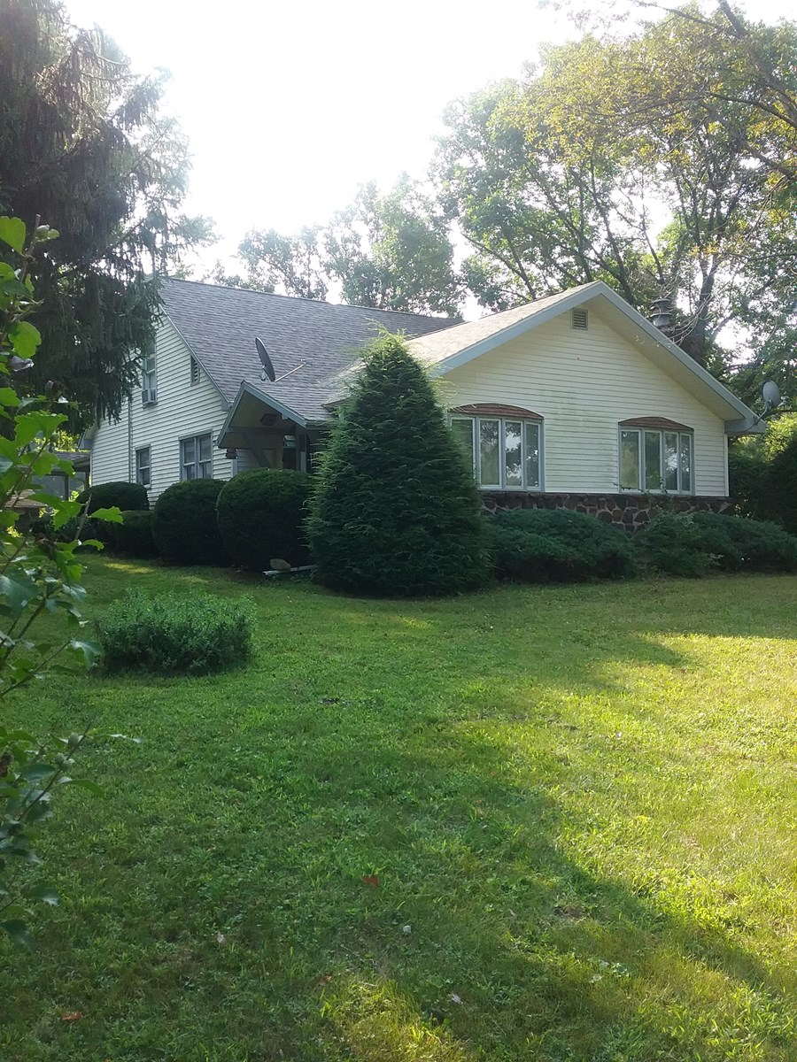 Country Home and Acreage in Lee County, Iowa