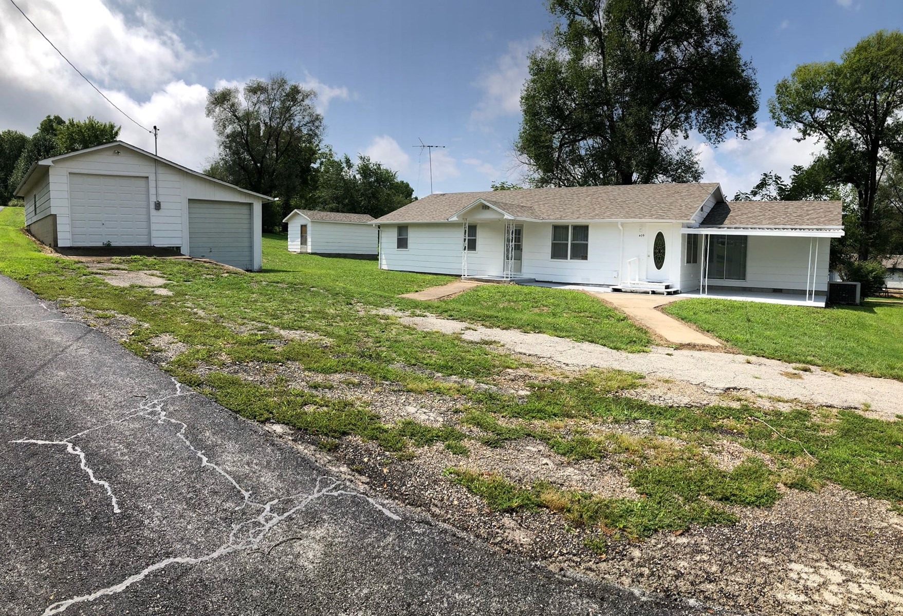 Large home for sale, Ava Mo