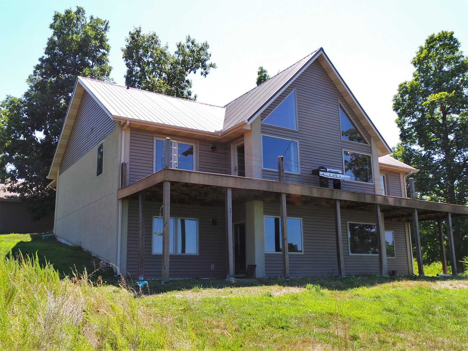 BIG HOME, BIG DECK, BIG LAKE VIEW—12+ AC.