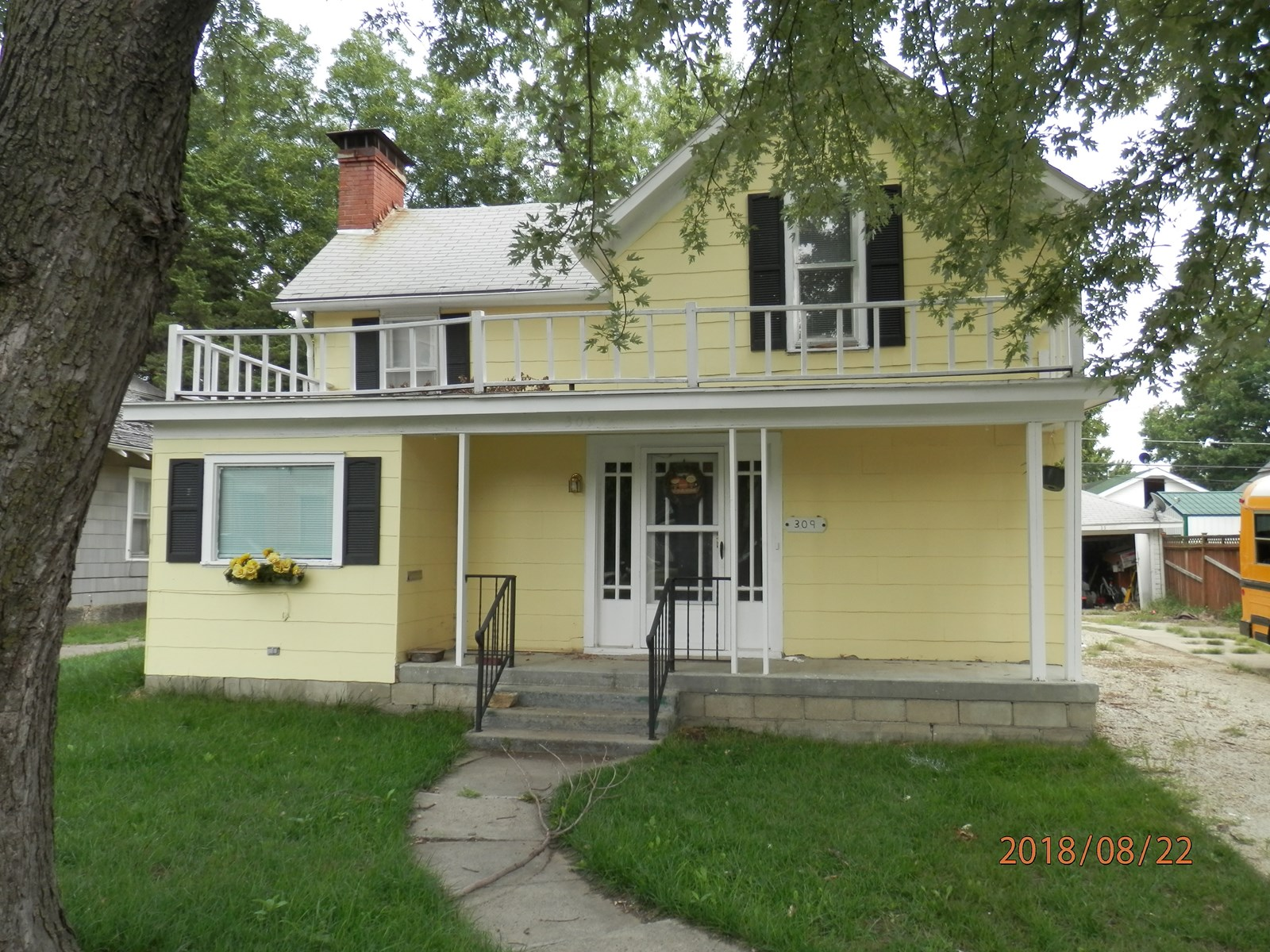4 Bedroom home within walking distance of the Iola Square!