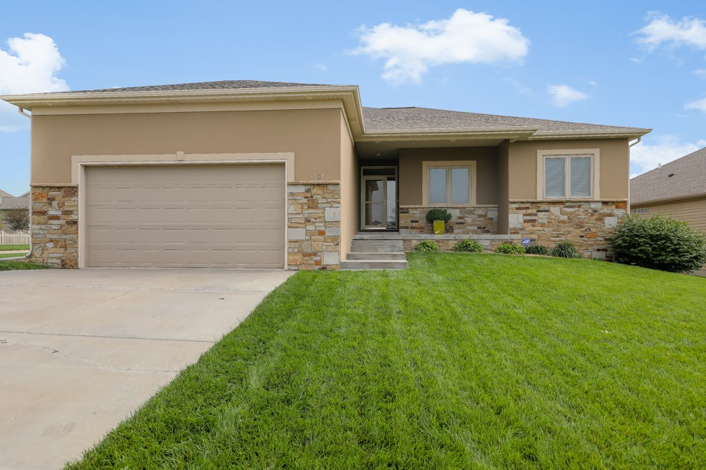 Ranch home for Sale in South Lincoln!