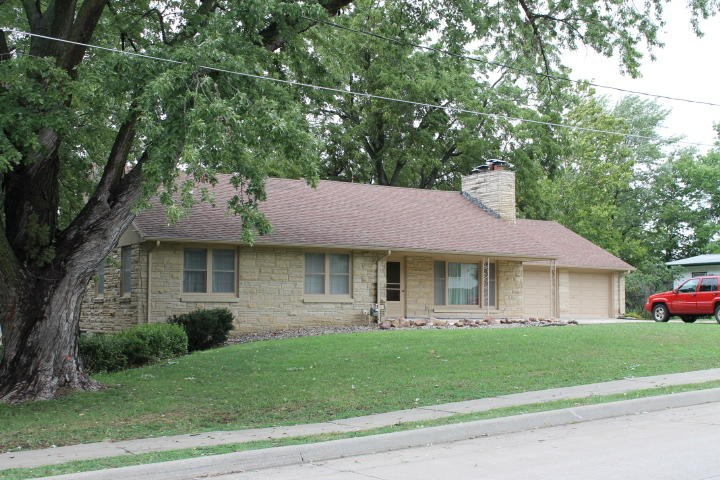2 BEDROOM, 2 BATHROOM NORTHWEST MISSOURI HOME