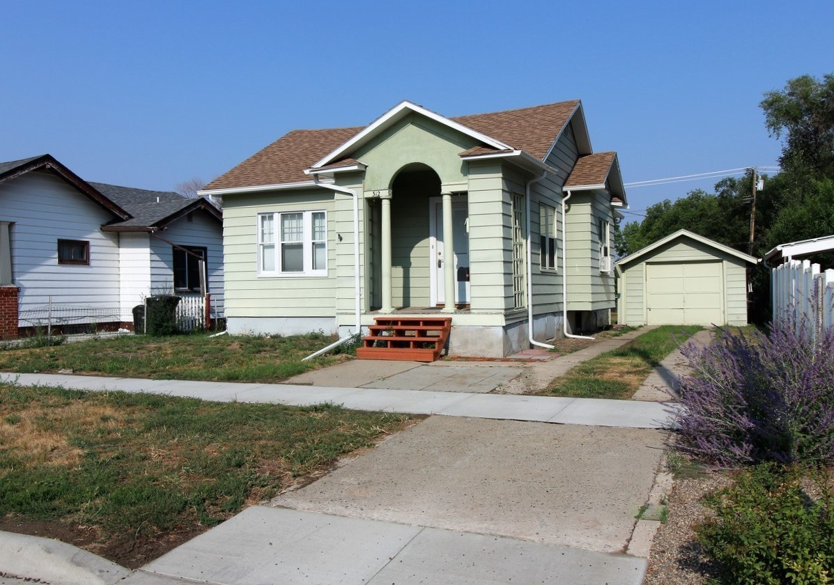 Move in ready 2 bedroom 1 bath home with garage