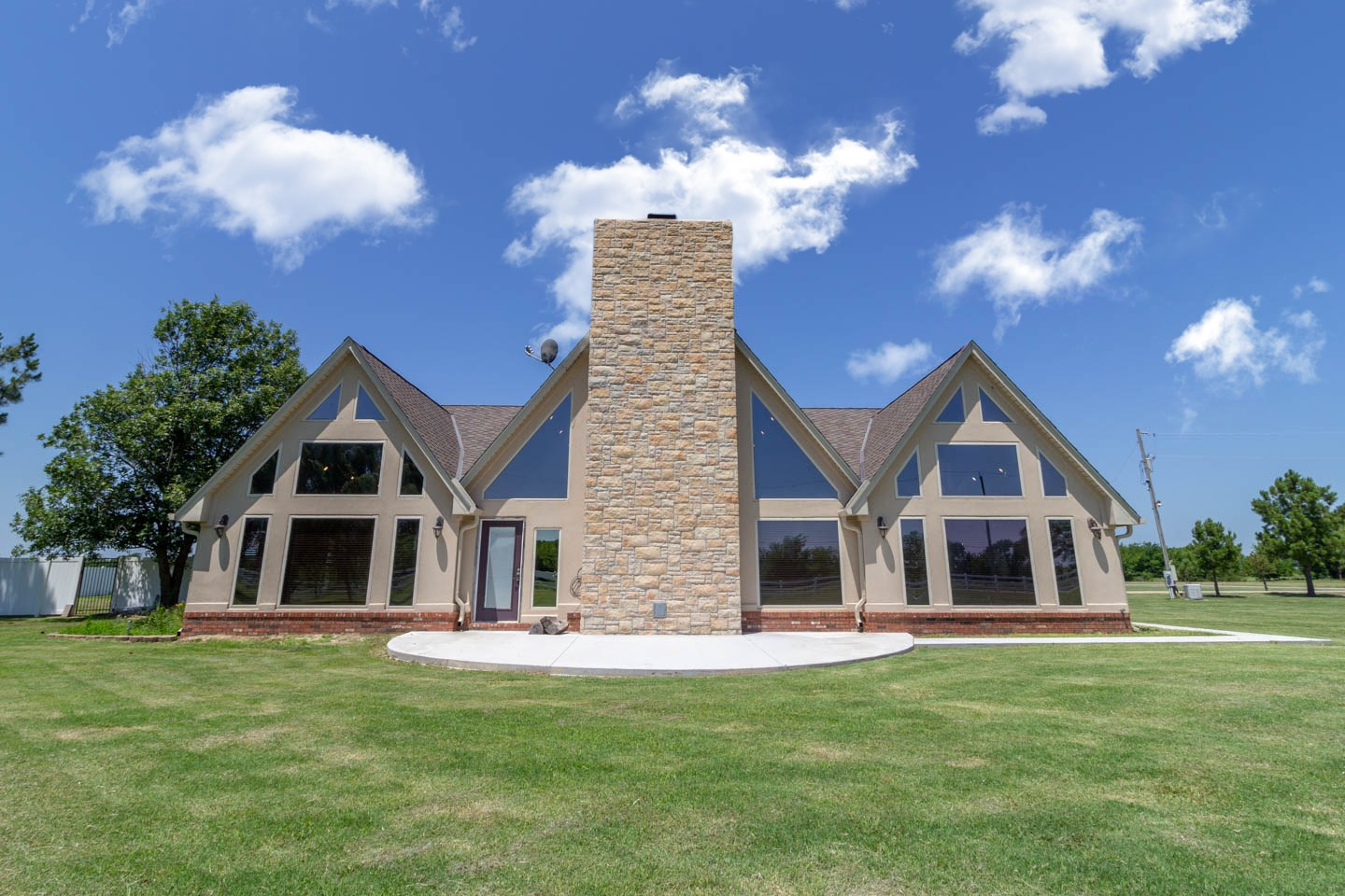 Stunning Dream Home on 11.36 acres in Pryor, OK