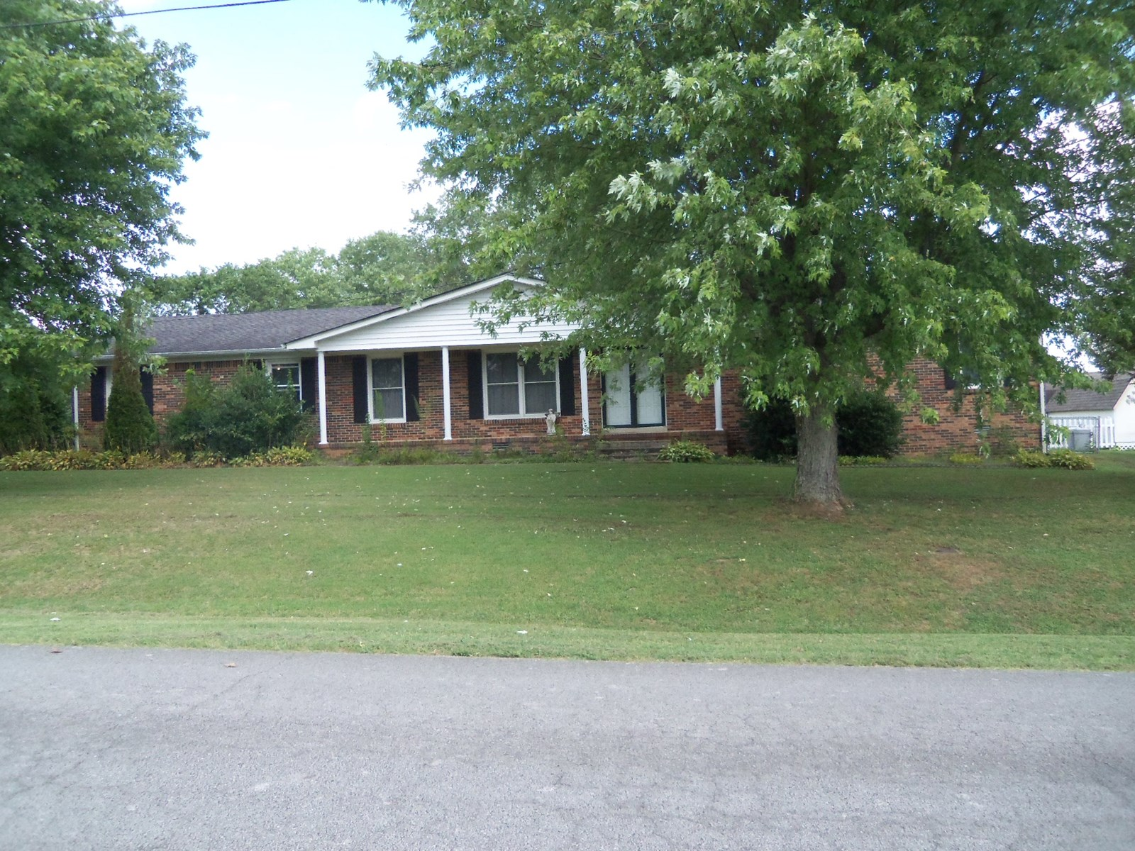 Tennessee Home In Town Columbia, TN Maury County For Sale