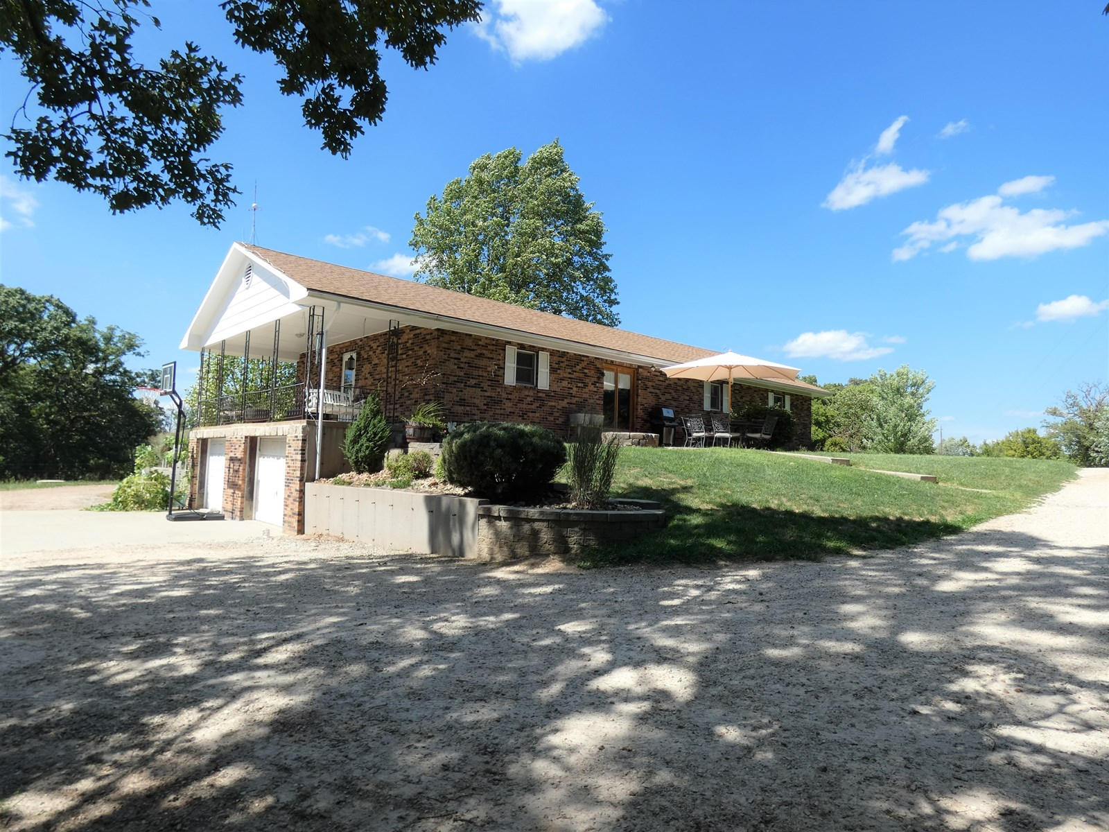Country Home & Acreage For Sale in Hermann, Missouri