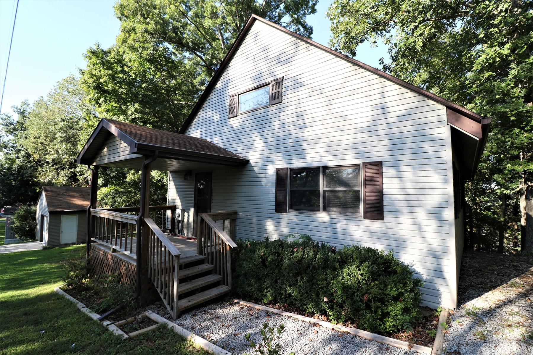 lakefront home on lake cumberland in somerset ky for sale. Black Bedroom Furniture Sets. Home Design Ideas