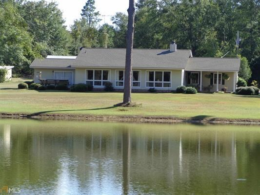 Picturesque Country Home with Beautiful Pond in Sylvania GA