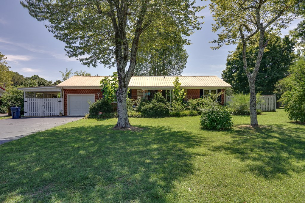 Hohenwald, TN Lewis County Home in Town For Sale