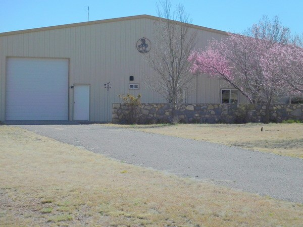 HANGAR-STYLE HOME FOR SALE IN MIMBRES NM