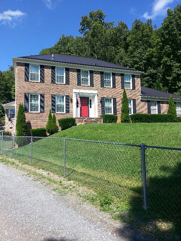 Large Brick Home Overlooking Lake Witten in North Tazewell