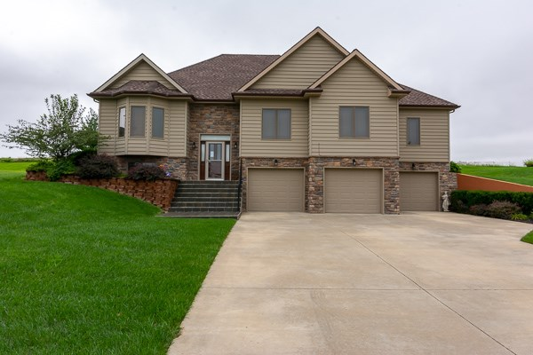 Large Raised Ranch - College Town -  Close To Ft Leavenworth
