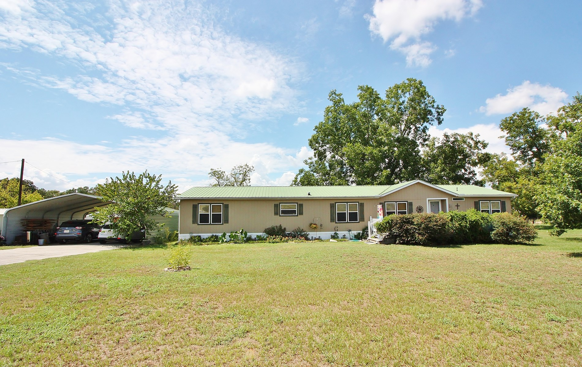 Country Home For Sale in Buffalo, Texas