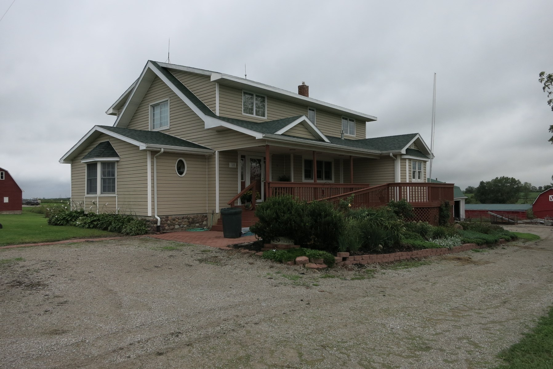 Country Home on 24.8 m/l Acres For Sale, Ridgeway MO
