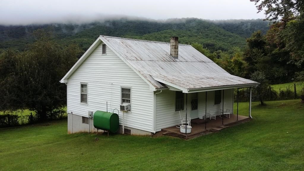 Country Cottage on 6 acres Carroll County