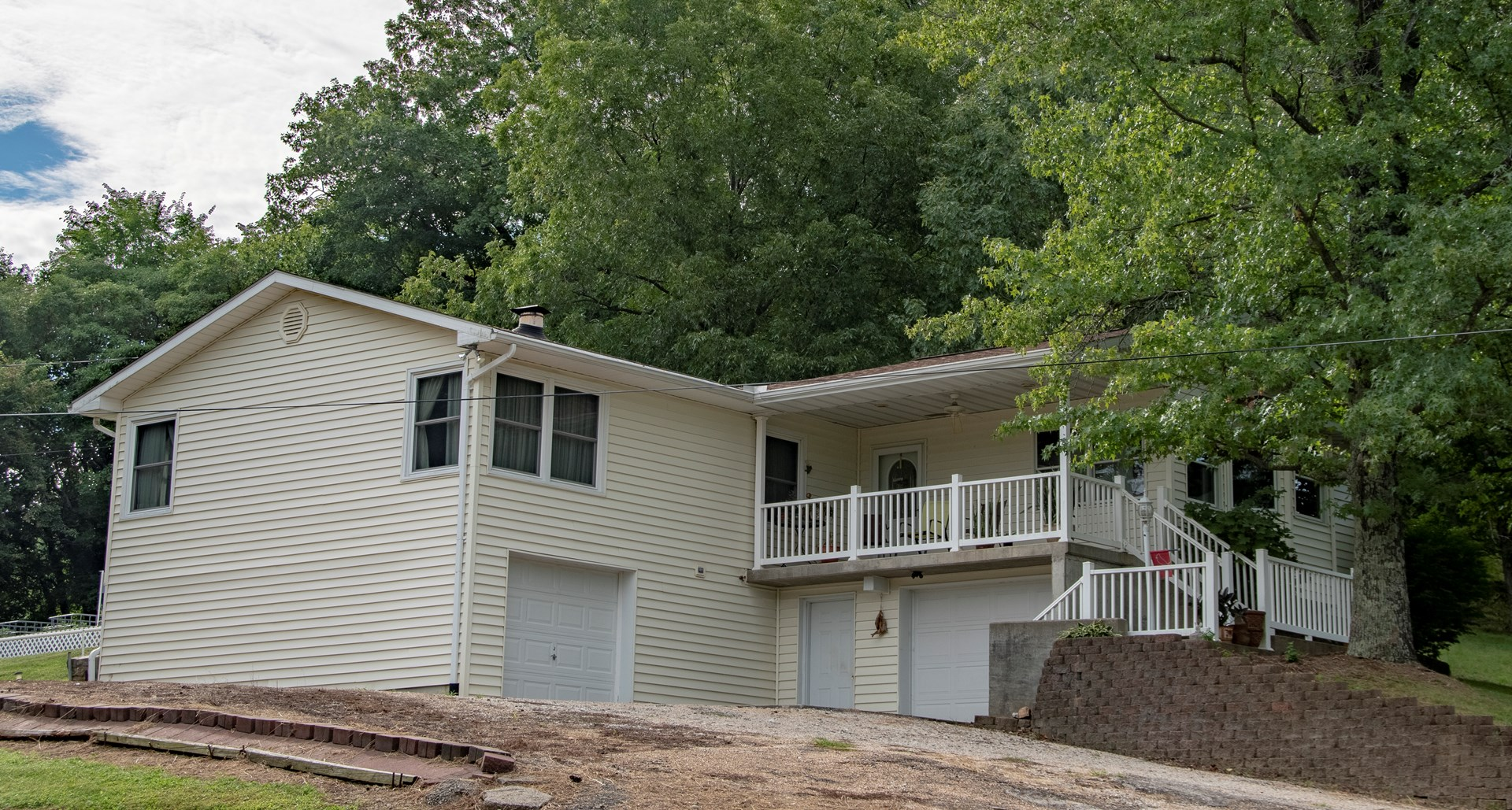 Home with View, Garden & Acreage For Sale in Hermann, MO