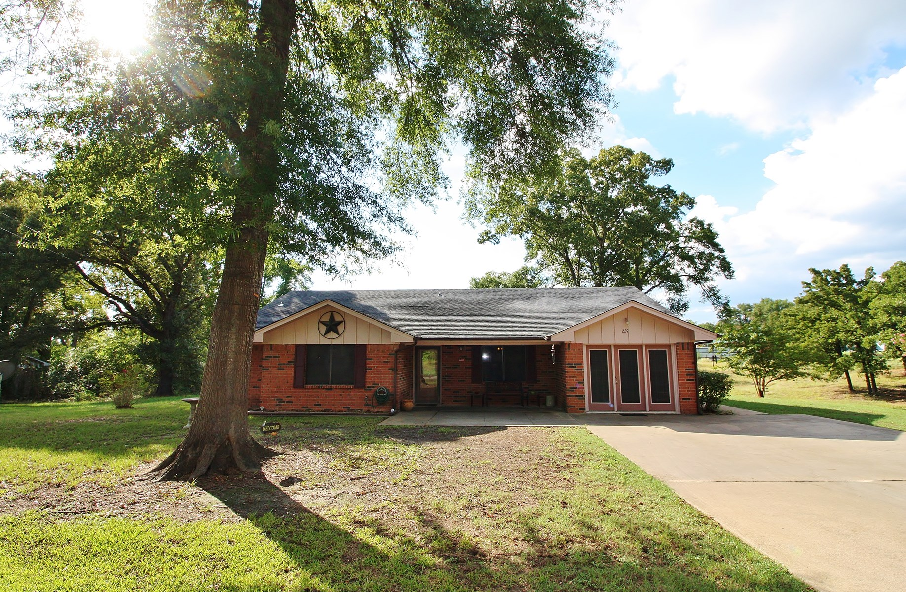 Home in Town For Sale in Buffalo, Texas