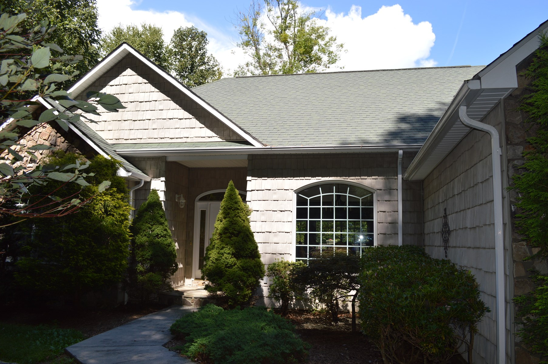 Contemporary Ranch Home with Frontage on Little River Sparta