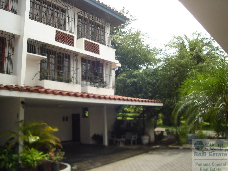 3 BEDROOM HOME WITH DIRECT ACCESS TO THE PARK PANAMA