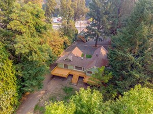 SOUTHERN OREGON RIVER HOME WITH 2 OCCUPIED RENTALS!!