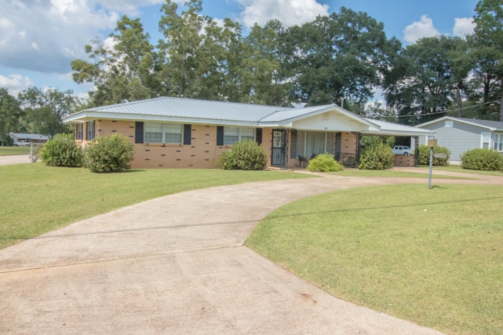 3B/2B BRICK HOME ON HWY 52 IN HARTFORD, ALABAMA FOR SALE