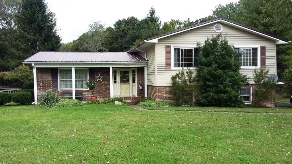 Country home with 4bd/2.5ba on 1.7 acre lot