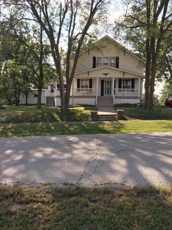 4 BEDROOM, 2 BATHROOM HOME IN ALBANY, MISSOURI