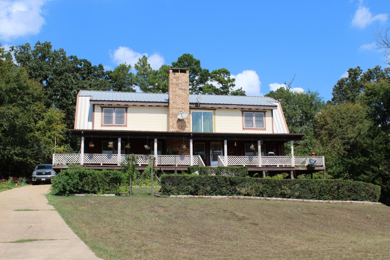 EAST TEXAS COUNTRY HOME + 3 ACRE PRIVATE LAKE  + 54 ACRES
