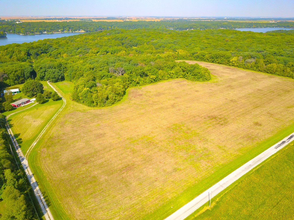Land For Sale in Litchfield Illinois by Lake Lou Yaeger