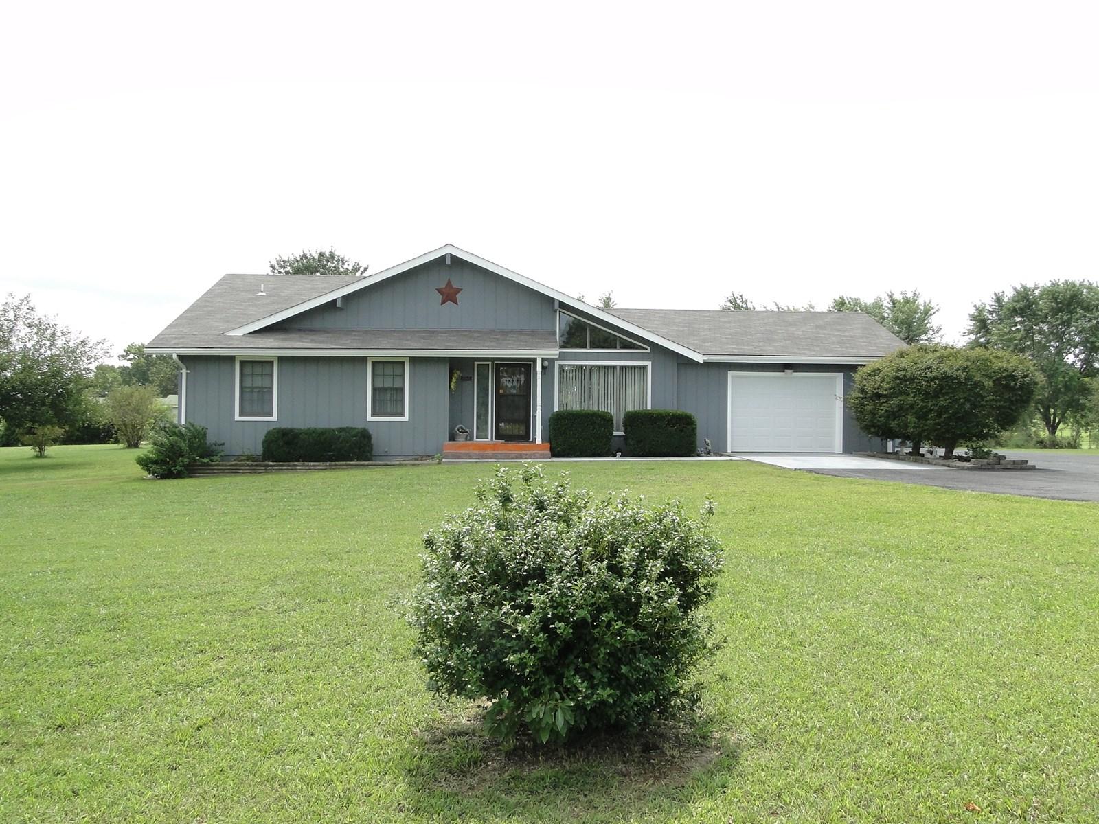 Ava Mo, House for sale near Golf course.