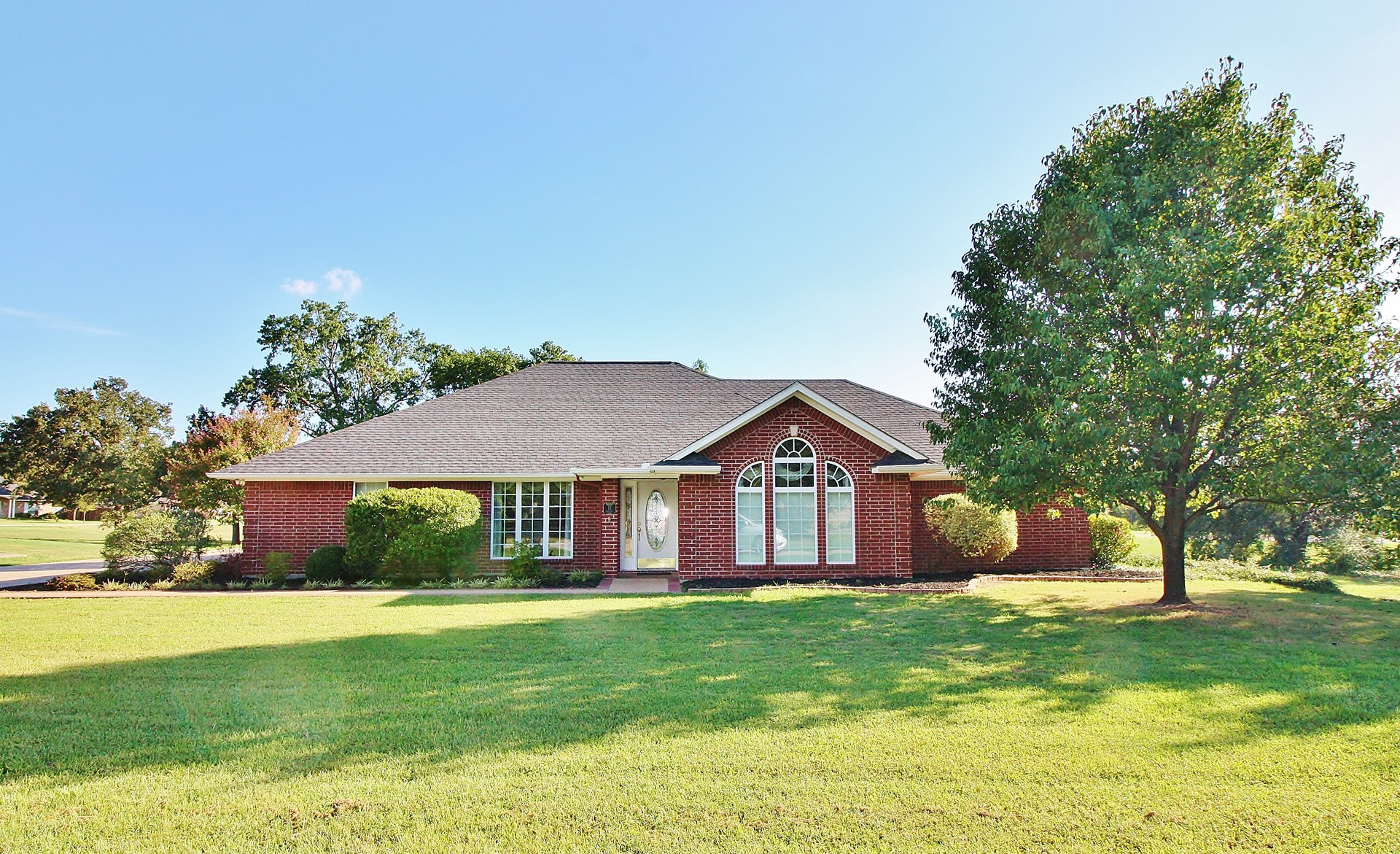 Beautiful Custom Home in Teague, TX with  Many Extras!