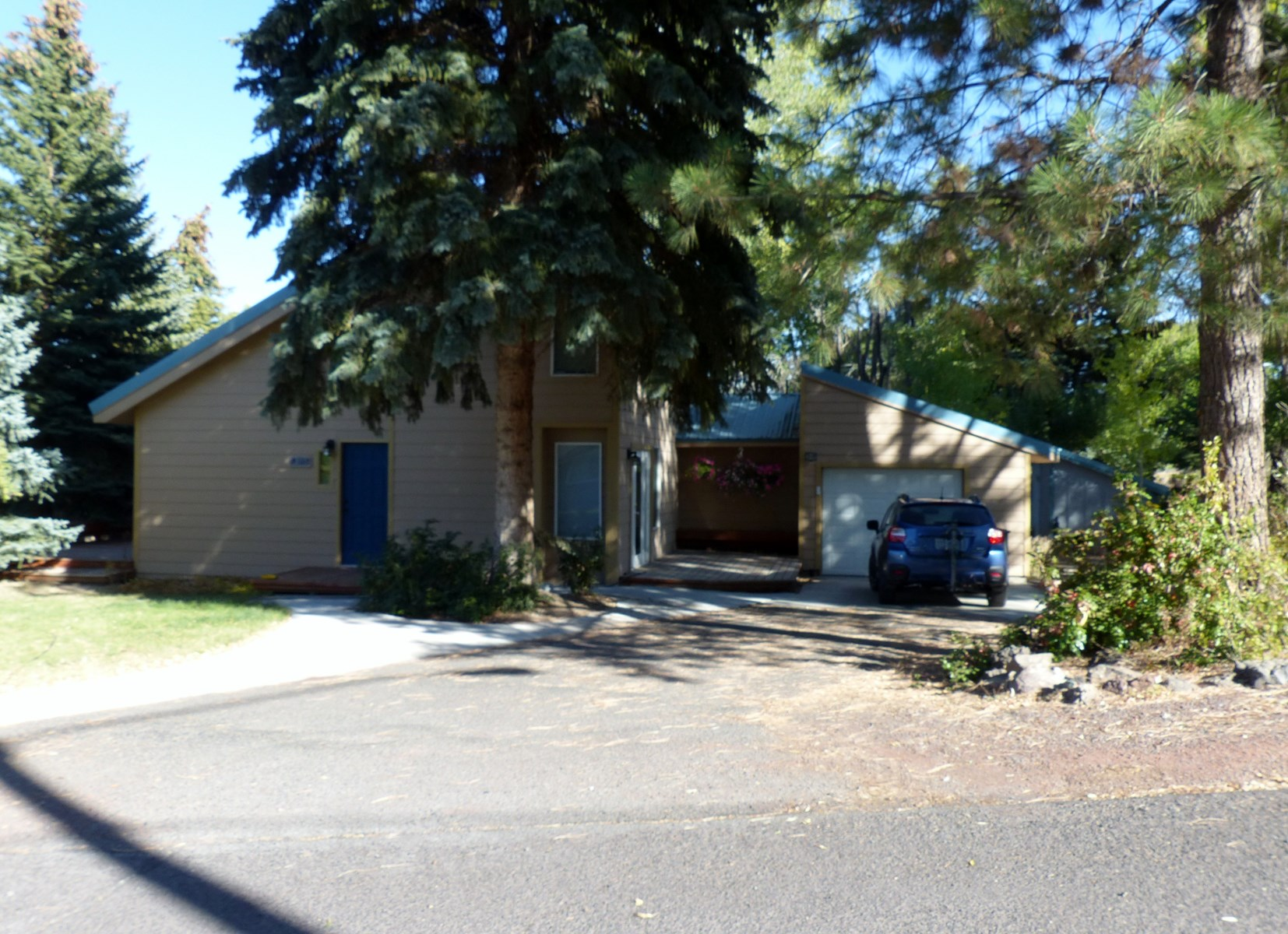 BEAUTIFUL BUNGALOW FOR SALE IN HINES OR
