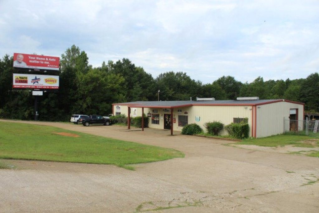 HIGH TRAFFIC COMMERCIAL BUILDING FOR SALE PALESTINE TX