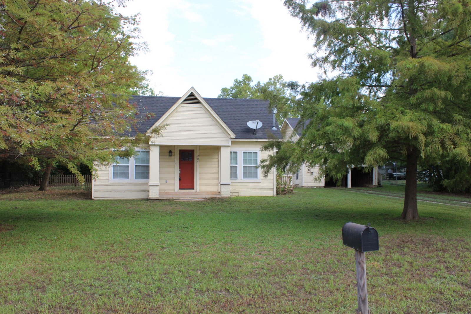 UPDATED HOME IN TOWN WINNSBORO TEXAS - WOOD COUNTY TEXAS