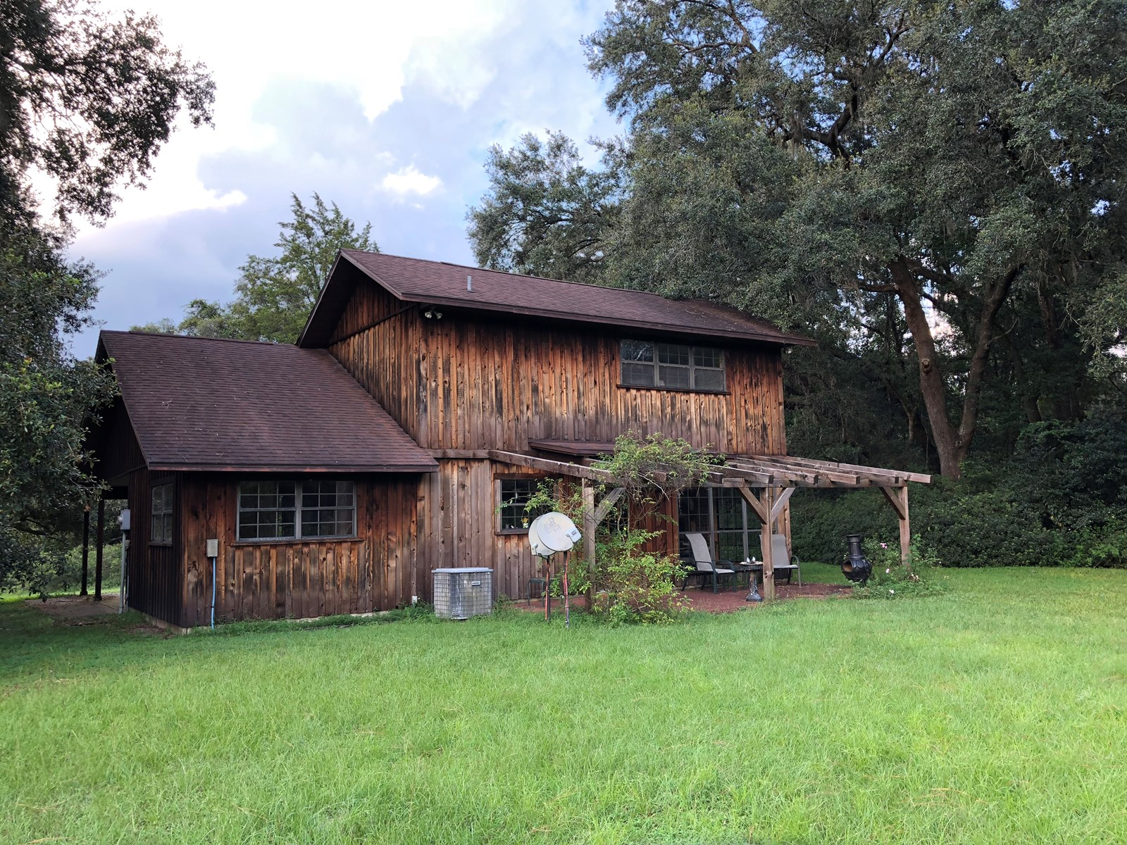 FOR SALE - COUNTRY HOME WITH BARNS -Trenton, Levy County, FL