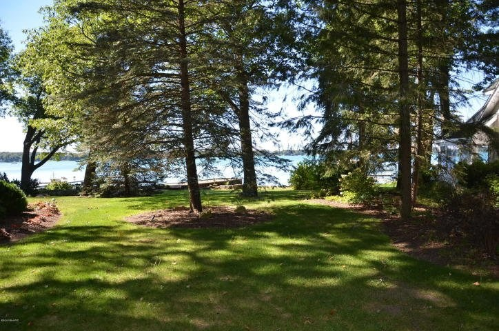 50 feet of sandy lake frontage on all sports Gull Lake